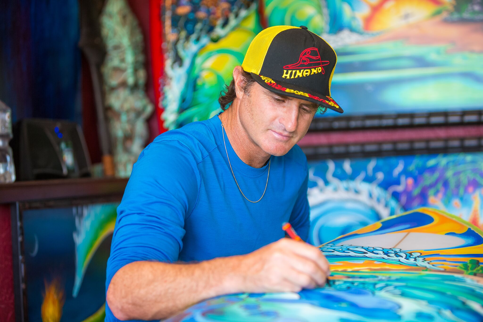 Drew Brophy painting Surfboard May 6 2014 PHOTO By Larry Beard Hinano preview