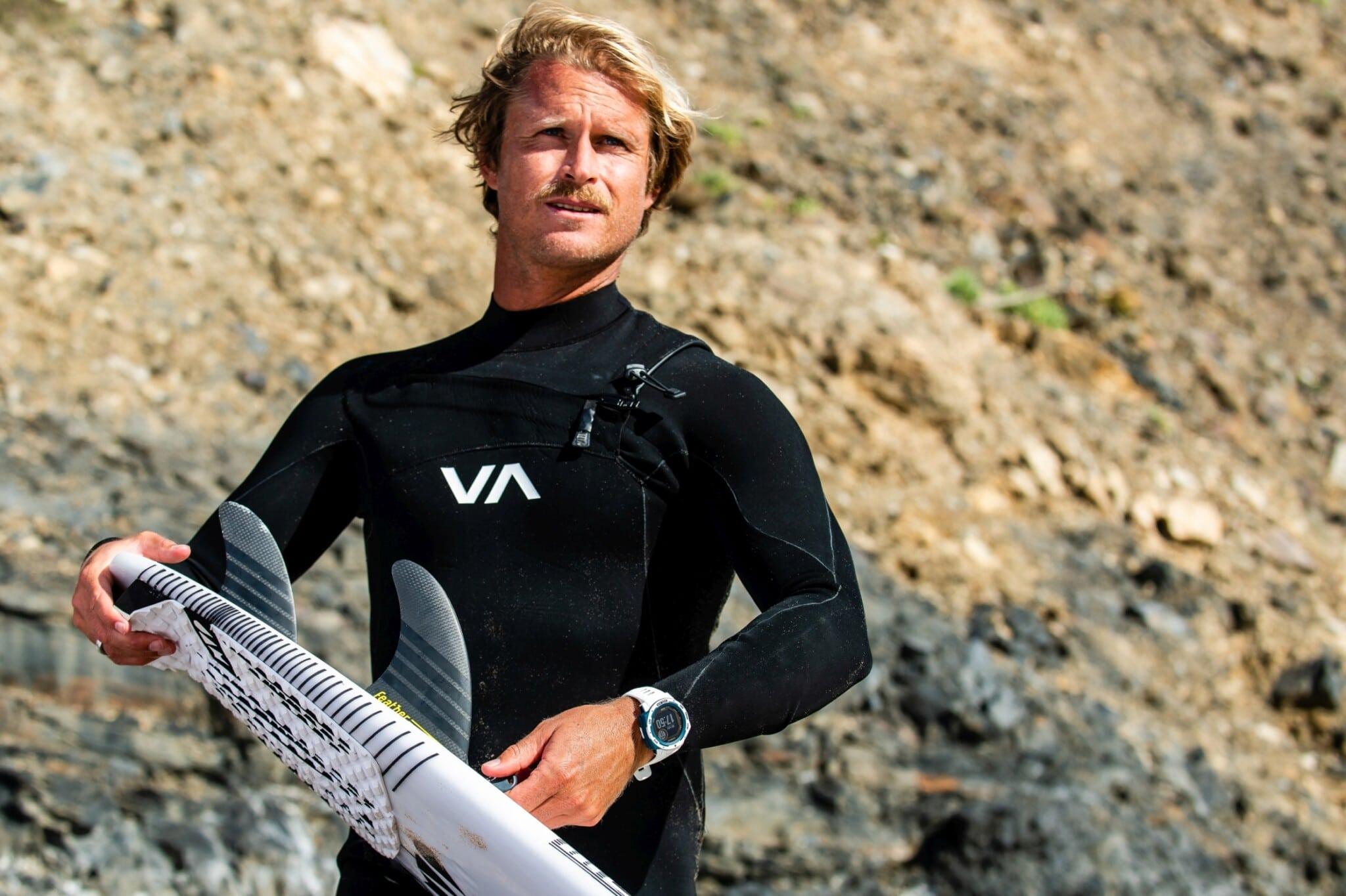 Marlon Lipke traegt die Instinct Surf klein scaled